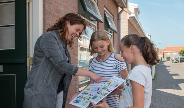 Groep 7 en 8 van basisschool CBS De Lichtstraal in Westkapelle kregen een speciaal bedankje van de Stichting Kinderpostzegels. FOTO: Jan de Jonge