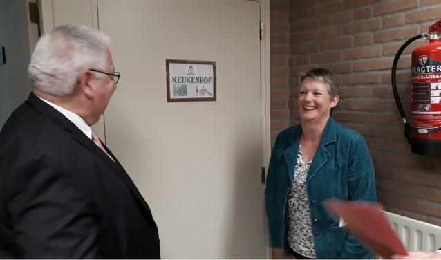 Links wethouder Wim Sinderdinck van de gemeente Montferland en rechts Mevr. Claudia Kooke van de provincie Gelderland
