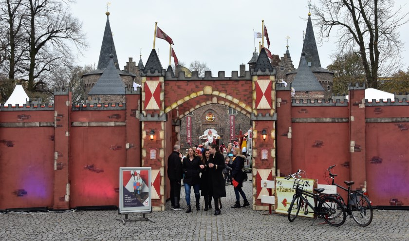 De ingang naar het voorterrein van het Kasteel van Sinterklaas. Foto: Idor van Duppen.