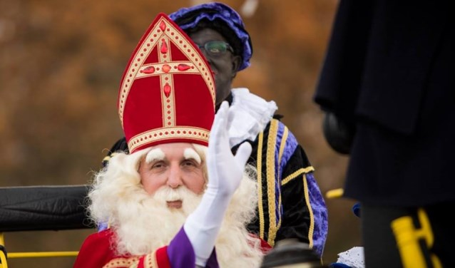Op zaterdagmiddag 24 november brengt de Sint een bezoek aan Hal-steren. Om halfdrie arriveert hij samen met z'n Pieten bij Vogelenzang.