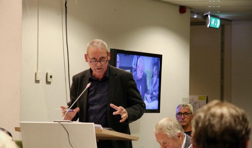 Wethouder Jos Hoenderboom verdedigt zijn gevoerde beleid op het taaie dossier Jeugdzorg. (Foto: Eveline Zuurbier)