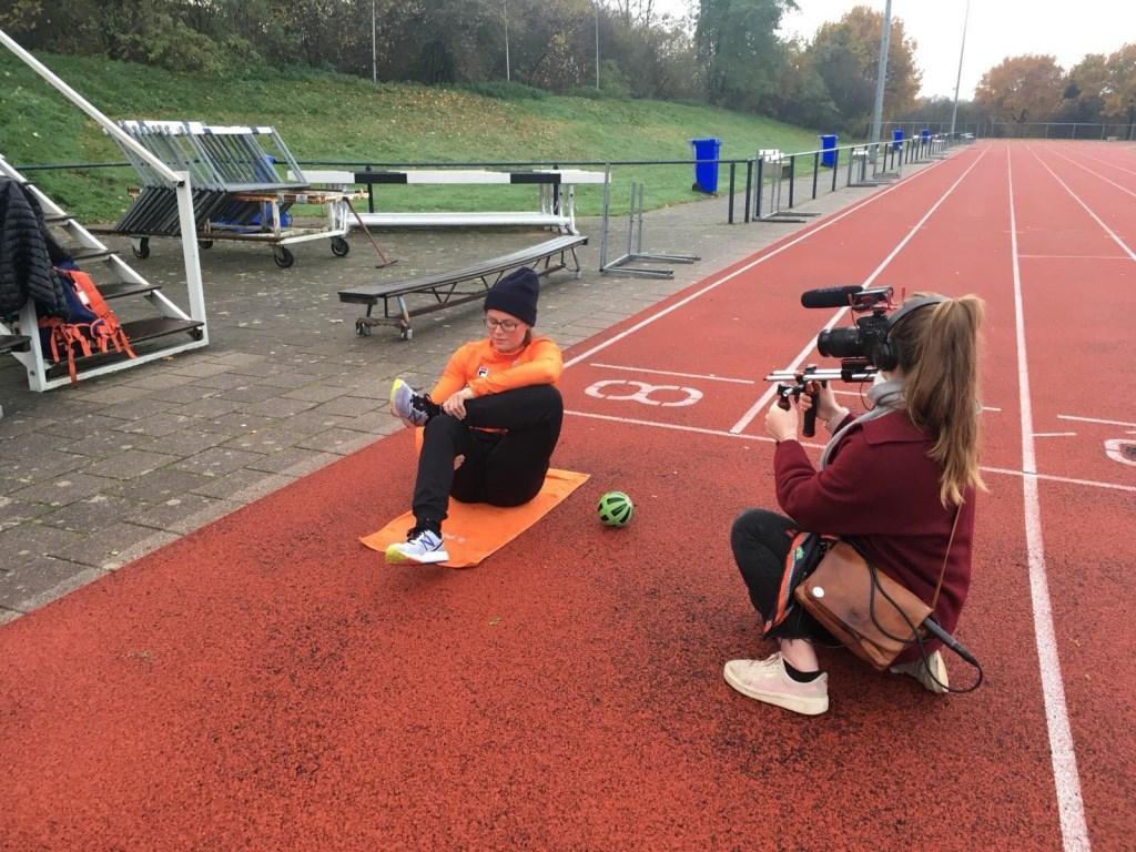 Atlete Kimberley Bos tijdens de opnames van de documentaire 'Hard IJs'.  Foto: Emma Thies © Persgroep