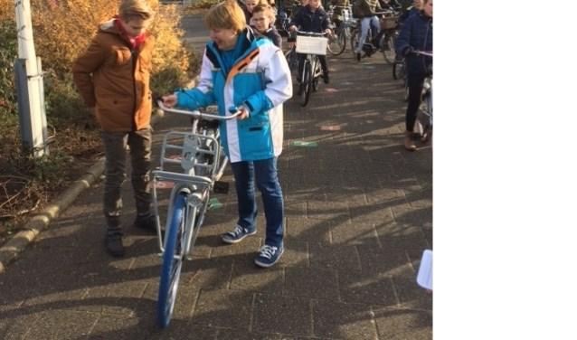 Verder blijkt ook dat de staat van de fiets in sommige gevallen zodanig slecht is, dat er nagenoeg aan geen enkele keuringseis wordt voldaan.