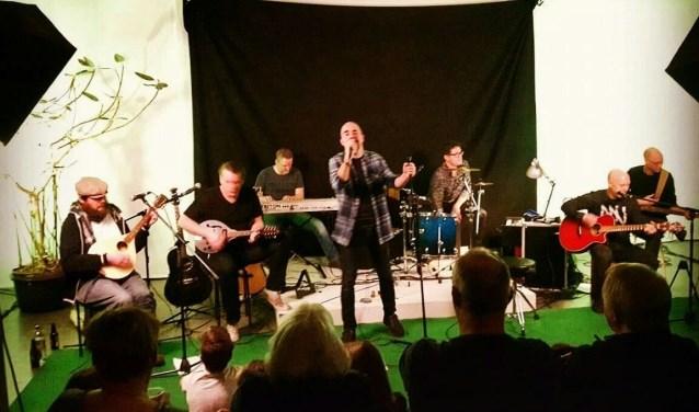 Silent Chambers is een project bestaande uit vier vaste muzikanten waaronder Jeroen Voogd op zang uit Loon op Zand.