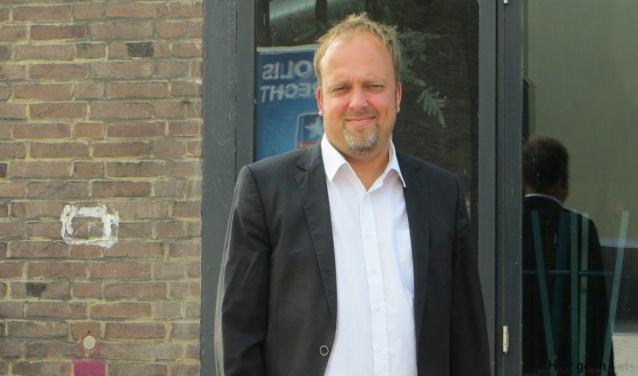 Davisd van Wijngaarden groeide op in Zwijndrecht. 'Die gemeente is mij te dorps. Om 18.00 uur de gordijnen dicht: daar word ik niet vrolijk van.' (foto: Yvonne Vogel)