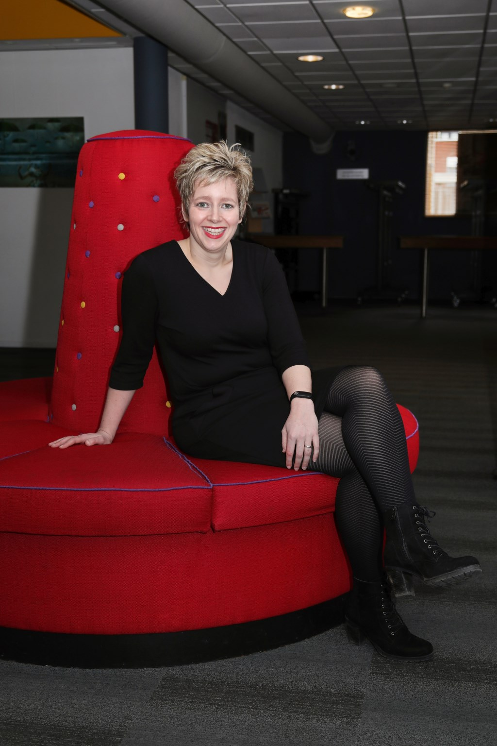 Mirella Jellema interviewde deze week Anne-Marie Jung voor dé Weekkrant Noordoost-Twente. Suus' FotoSjop © Persgroep