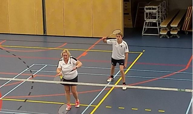 Nijs en Wilma tijdens hun mix wedstrijd