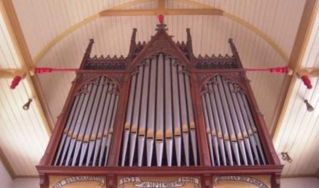 De echte kenners zeggen zelfs dat dit exemplaar mooier en warmer is qua klank dat het orgel in het Amsterdams concertgebouw.