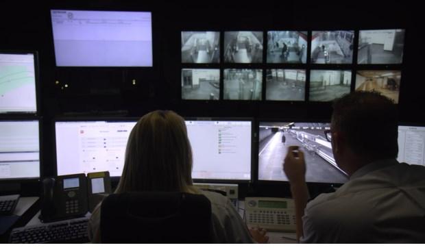 De RET beschikt over meer dan 1600 camera's om de boel in de gaten te houden.