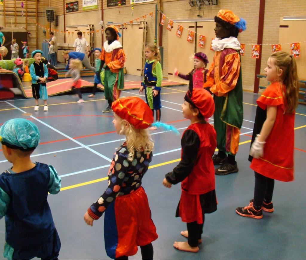 Bij DOS Sportief is het jaarlijks terugkerende Pietenfeest een sportief gebeuren rond de Sinterklaastijd. Cees van Cuijlenburg © Persgroep
