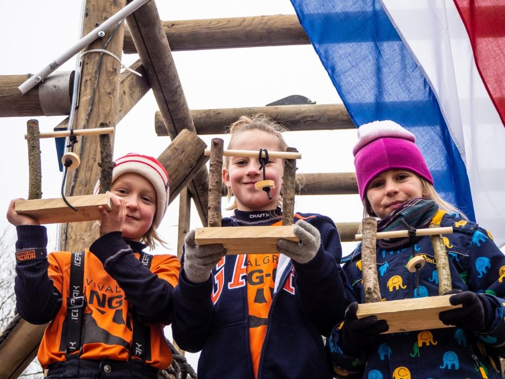 Emma van den Bergh 1e en Anne van Schuppen 2e meisjes 8/9 jaar Foto: Sanne Mallant © Persgroep
