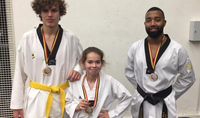 vlnr Niels, Caitlin en Norman van Taekwondo Apuro Schiedam