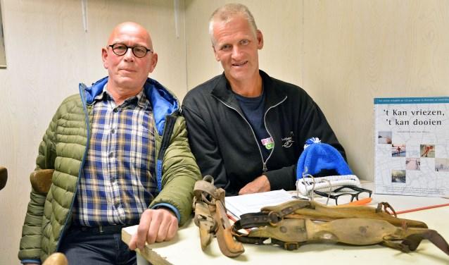 Ton de Jong en Frans van Lint zijn druk met de voorbereiding voor het 130-jarig jubileum van de Montfoortse IJsclub (Foto: Paul van den Dungen)