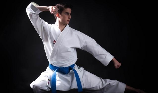 De karateka traint dagelijks zijn lichaam en geest om de top in zijn sport te bereiken. Foto: Jordan Rijnders Fotografie