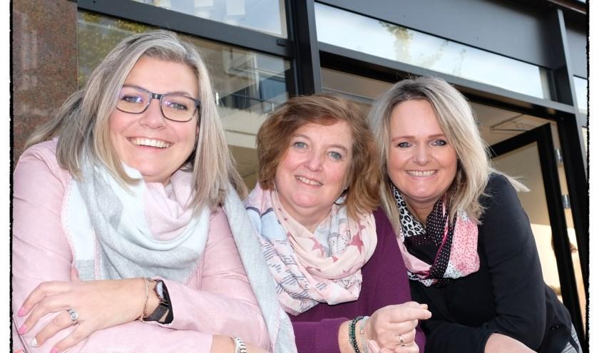 Het team enthousiaste medewerkers Mandy, Petra en Herma heet bezoekers van CECIL van harte welkom aan De Heurne.