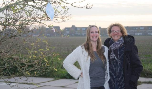 Buurvrouwen Anja Roubos en Remke Perk-Jansen op de plek van de toekomstige Tuin der Tuinen. Meer info: www.tuindertuinen.nl.