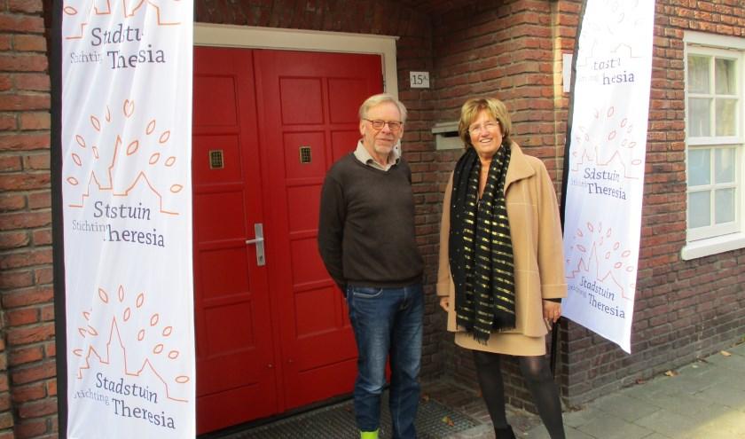 Willem Bongaarts en Els Aarts, hier voor het pand van Stadstuin Theresia, hopen op een hoge opkomst. foto: Aldert van der Burg