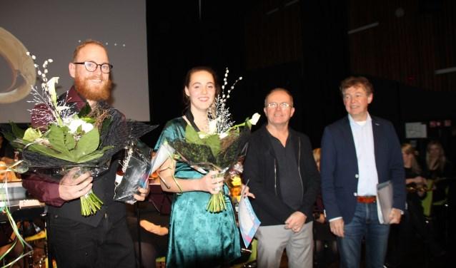 Een stralende Sjors Pepping, Katty de Visser, docent en jurylid Peter-Paul van Esch en juryvoorzitter Jan van den Eijnden werden bedolven onder de complimenten.