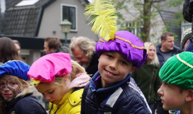 Wachten op Sinterklaas op het Kampwegplein in Doorn. Foto Ellis Plokker