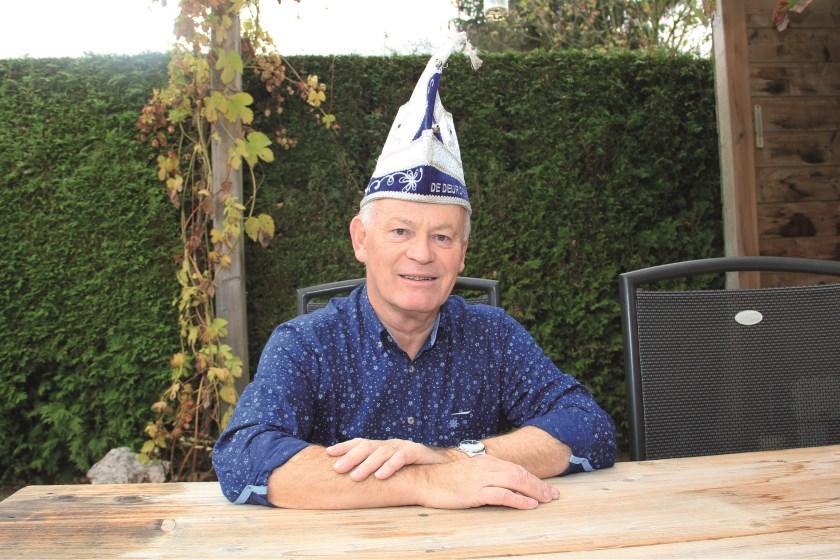 """Geert Smits van de Groessense carnavalsvereniging De Deurdreiers: """"Mensen erbij betrekken, aandacht geven, vernieuwen, er bovenop zitten, dat zijn wel dingen waar ik al die jaren aan heb gewerkt."""""""