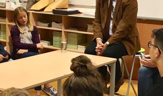 Het gesprek sloot perfect aan bij de manier waarop leerlingen van de Valkenheuvel leren over burgerschap en sociale integratie.