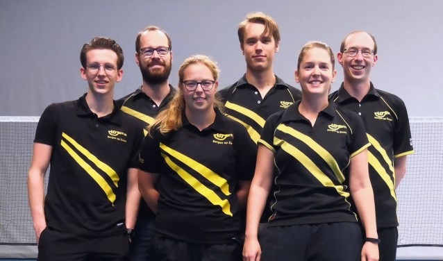 Team 1 met v.l.n.r. Timo Kaatman, Christ de Rooij, Natasja Looij, Jeroen Looij, Denise van Eekeren en Patrick Looij.