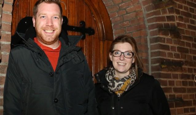 Stefan en Sabine Daris zijn blij dat de levende kerststal is gered. Foto: Theo van Sambeek.
