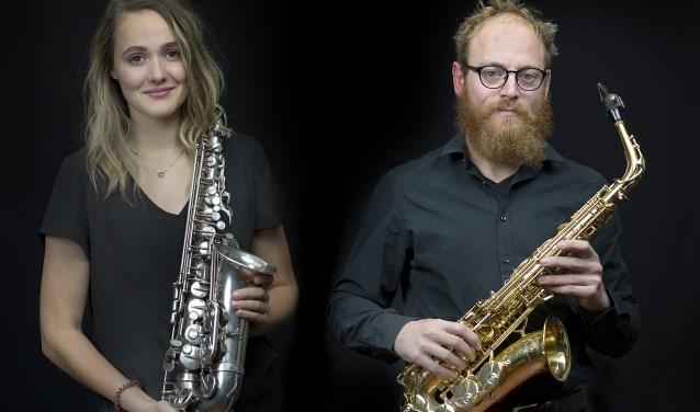 De saxofonisten Katty de Visser en Sjors Pepping soleren zaterdag in Het Klavier tijdens het D-concert.