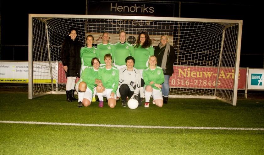 Het 30+ damesteam van S.D.Z.Z. is regiokampioen geworden op Sportpark De Nevelhorst in Didam. (foto: Diana Edwards)