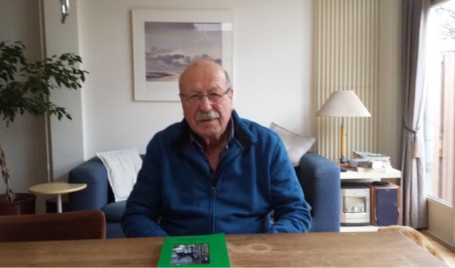 Het ging toch weer kriebelen bij Chiel Wilbrink (74). Hij tekende weer heel wat verhalen op in 'Plaatboeven en boevenvangers'.