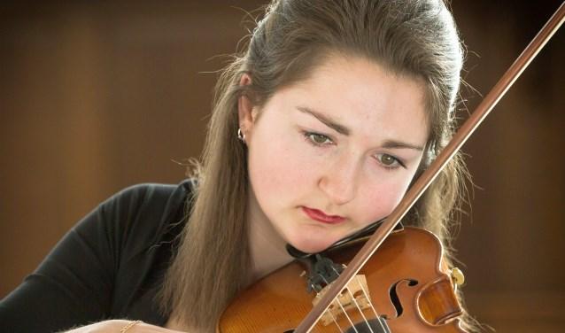 Dit is Elise Besemer. De topvioliste is volgende week te zienin Theater Hof 88 in Almelo.