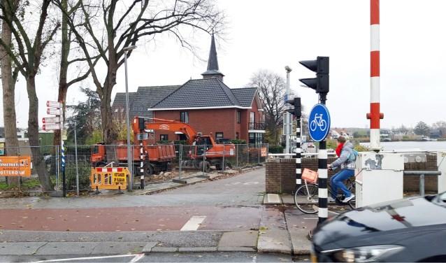 Het brugwachtershuisje bij de Prinses Irenebrug was overbodig. Sloop leek dus onvermijdelijk. Het brugwachtershuisje is niet meer.