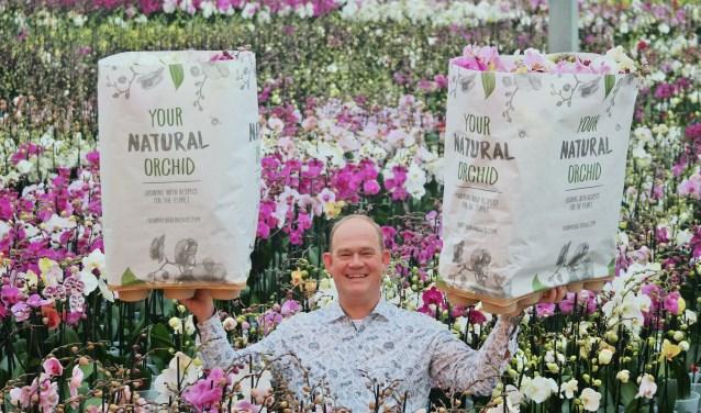 Jan Stolk is trots op de nieuwe papieren traywikkels.