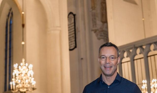 Hans Goedkoop is bijzonder enthousiast over de kunstschatten van de Grote Kerk