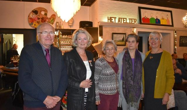 Herman Boers, Diny Keijzer-van der Weerd, Anneke van Rijk, Biljana Alic en Gerrie Bruins van Vluchtelingenwerk. Foto: Jolien van Gaalen.
