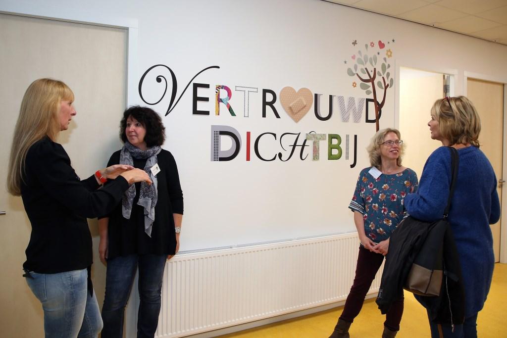 Saskia Van Damme (tweede rechts) en collega's van ZuidZorg zijn heel tevreden met de nieuwe locatie. Foto: Theo van Sambeek. Foto: Theo van Sambeek © Persgroep