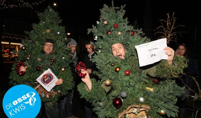 In de Osse Kwis van 2016 luidde één van de opdrachten: 'Kom verkleed als kerstboom naar de Heuvel'. Compleet opgetuigd en vol met brandende lichtjes werd daaraan voldaan.