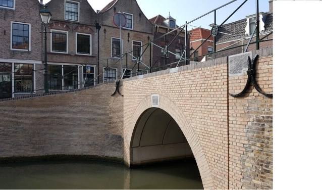 De gerenoveerde Romeijnsbrug herstelt het oorspronkelijke stadsbeeld en heeft weer een volwaardige verkeersfunctie. (Foto: Gemeente Oudewater)