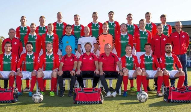 """Berthil ter Avest (onder midden): """"Ik heb het geweldig naar mijn zin en er zit nog veel rek in onze spelersgroep.''"""