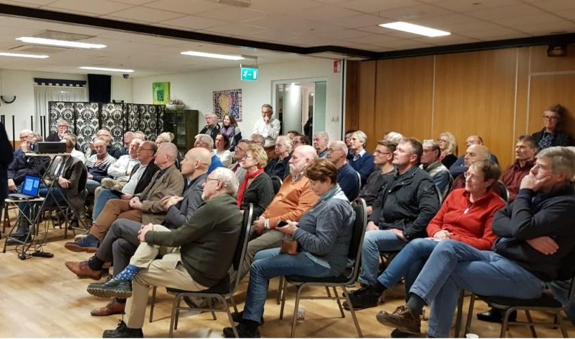 Najaarsbijeenkomst van de Vereniging Vrienden van het Bentwoud. Meer dan zestig mensen luisterden naar oplossingen voor de verkeersknelpunten in onze regio.