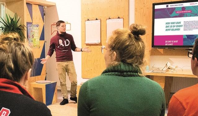 Marco de Laat vertelt over online platform ZOOFF, wat als doel heeft om jongeren en de arbeidsmarkt dichterbij elkaar te brengen.