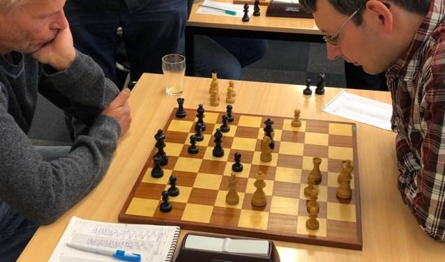 Benno van der Veen (links) speelde onlangs tegen Paul Keres een hoofdrol en ook in Beuningen.
