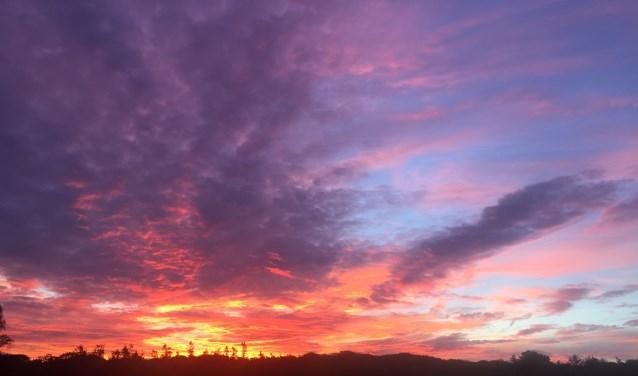 Vurig ochtendgloren over Groevenbeekse heide
