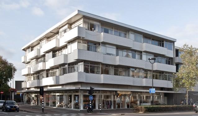 Dit winkel en woongebouw, een ontwerp van Jan Mulders, is onlangs aangewezen als gemeentelijk monument. www.heemkundekringtilburg.nl
