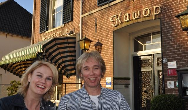Getty Schepers, matchmaker bij DatingOost en eigenaar chef-kok Ronald Bouwhuis hebben er zin in.