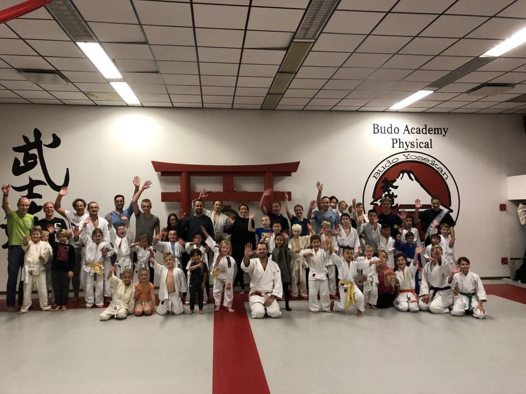 Nog een judogroep die ouders clinic hebben gegeven en daarmee geld hebben opgehaald. Foto: Kruyning © Persgroep
