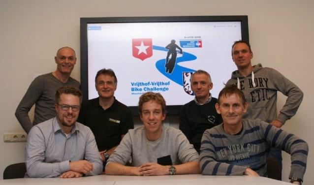Het bestuur, boven Aldwin van Gils, Henk Baars, Kees van Gestel, Jack Harbers. Onder Mark van Abeelen, Willem van Abeelen, Harrie Wentink.
