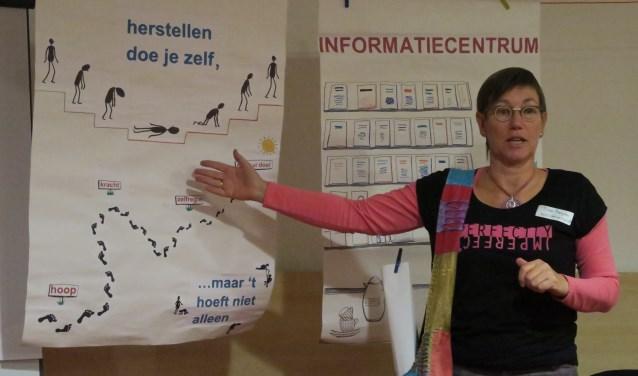 Thea Bergstra over haar eigen ervaringen en hoe ze er – mede door vrijwilligerswerk – bovenop is gekomen. Haar motto: 'Herstellen doe je zelf (maar het hoeft niet alleen)'