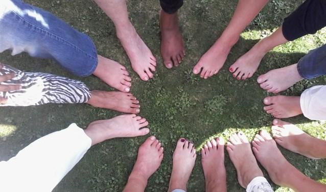 voeten van diverse onbekend mensen