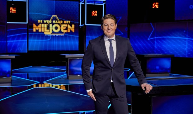 Martijn Krabbé presenteert 'De Weg naar het Miljoen'.